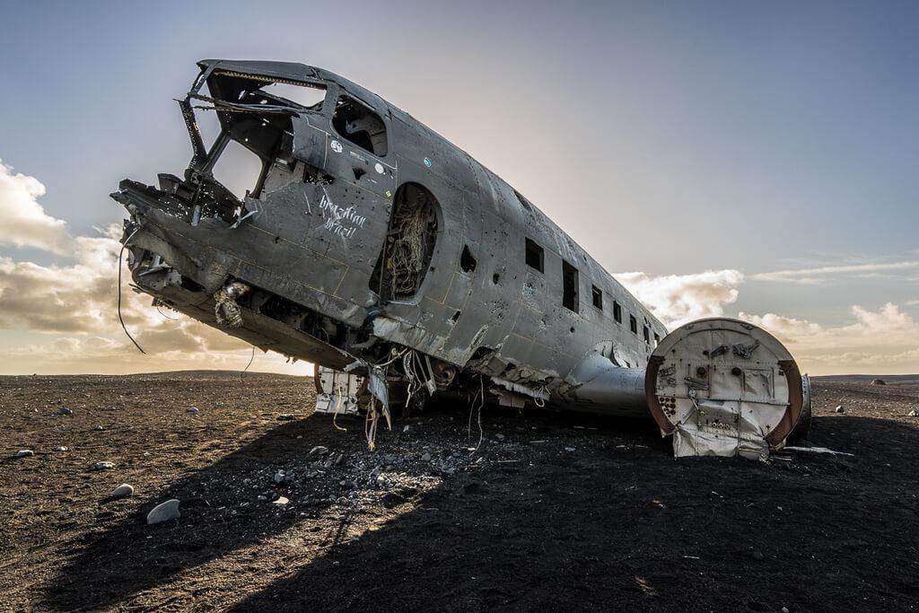Обломки самолета Douglas DC-3.