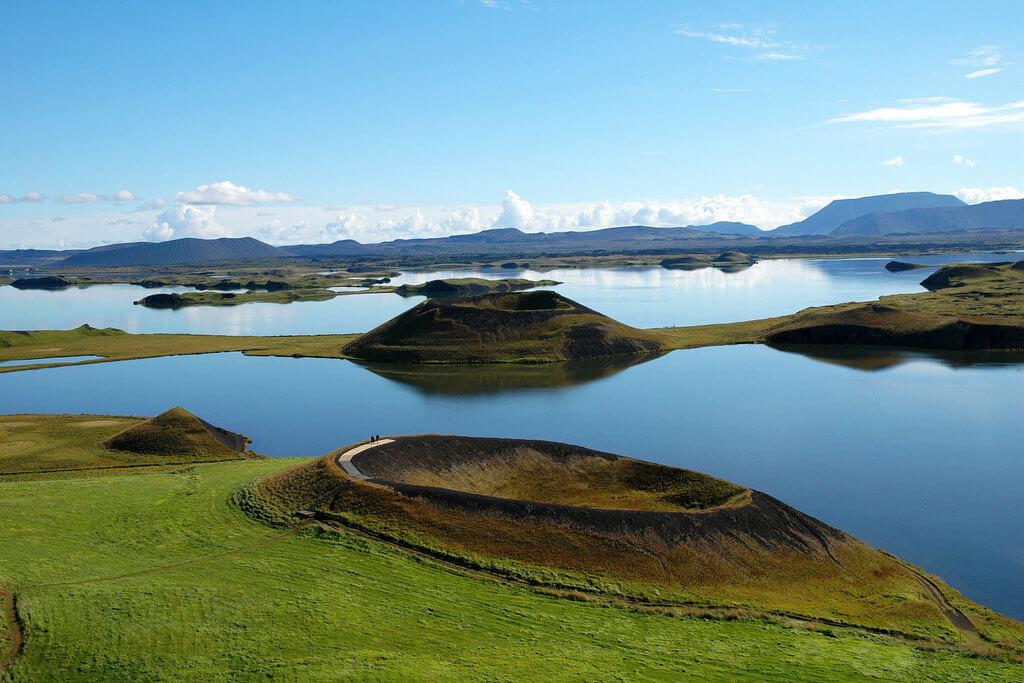 Панорамный вид на озеро Миватн.