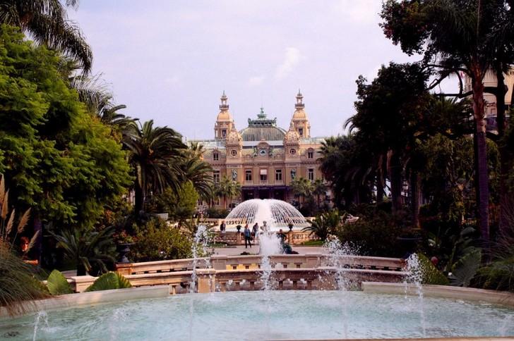 Парк и площадь Казино (Casino Square)