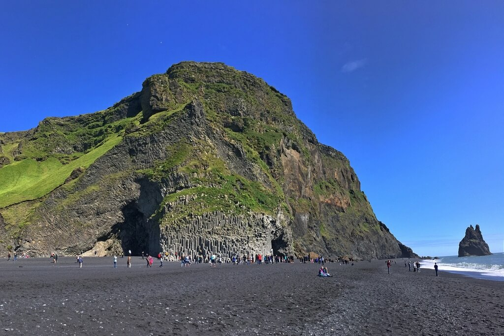 Черный пляж Рейнисфьяра.