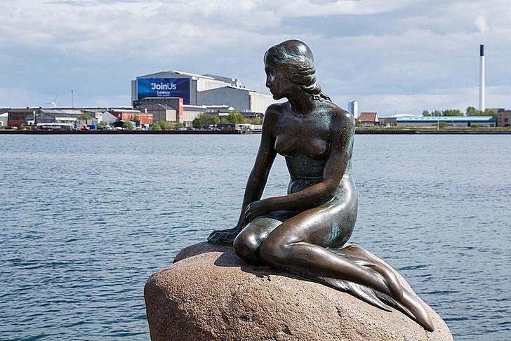 Статуя Русалочка
