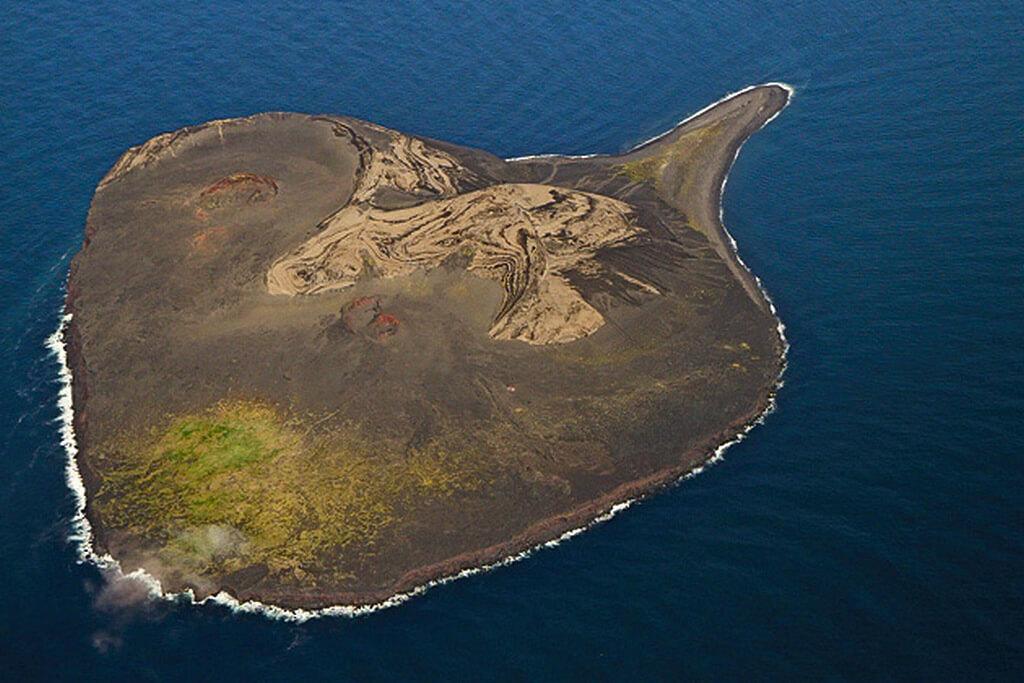 Вид на остров Суртсей в высоты.