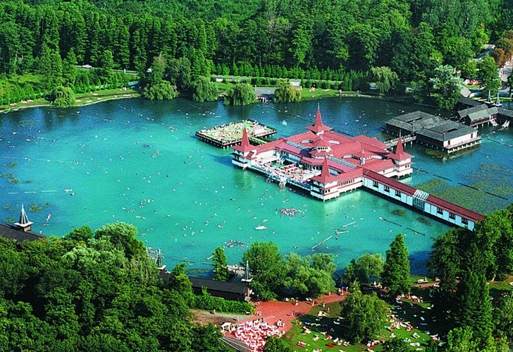 Термальное озеро Хевис
