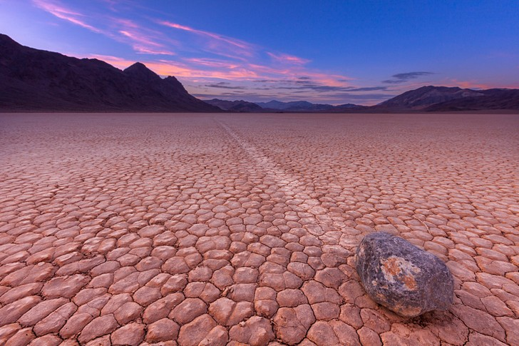 Движущиеся камни в Долине Смерти