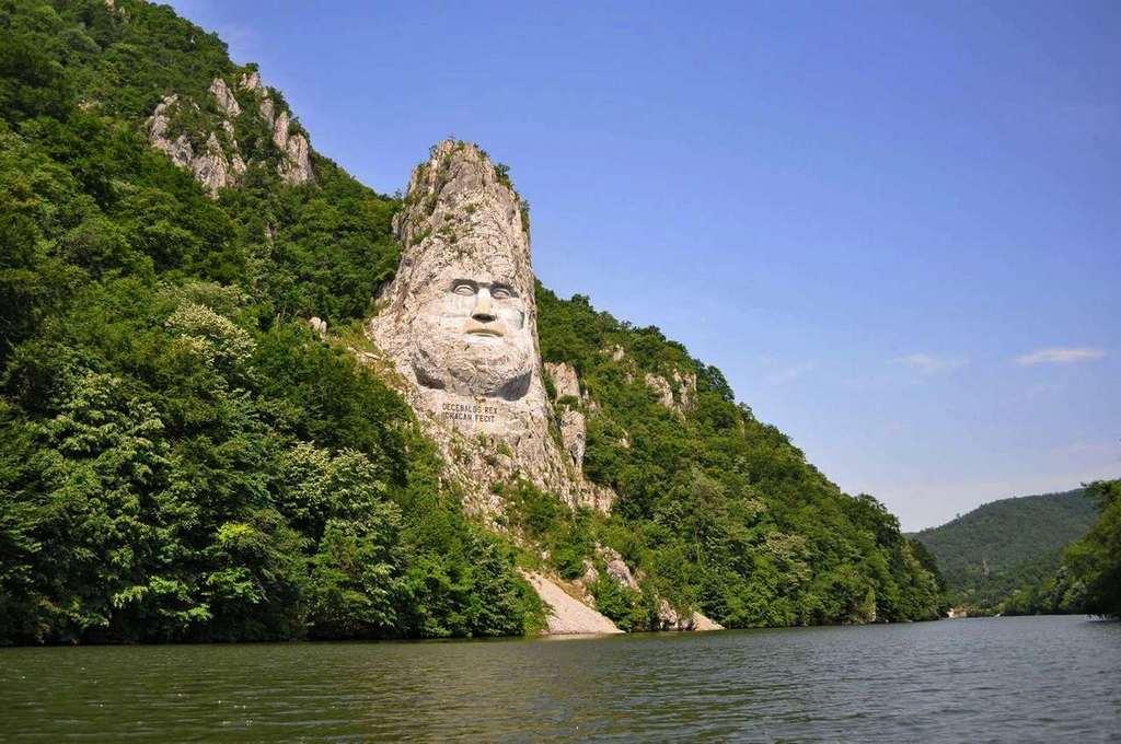 Монумент царю Децебалу.