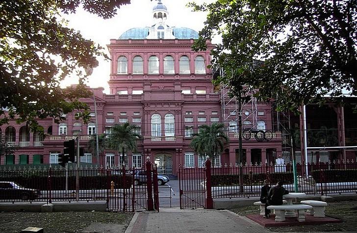 Здание парламента (Красный Дом)