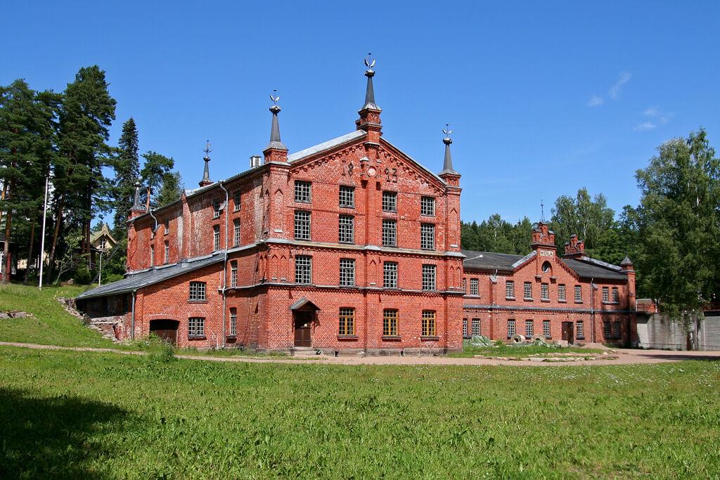 Вид на фасад одного из зданий фабрики в Верле.