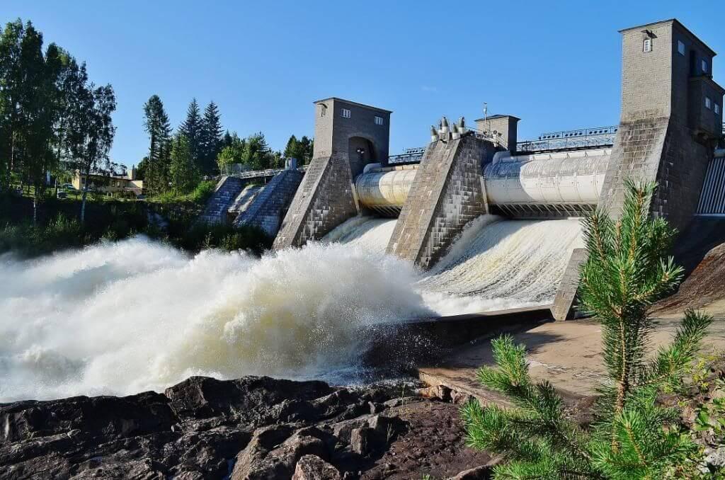 Спуск воды на водоскате Иматранкоски.