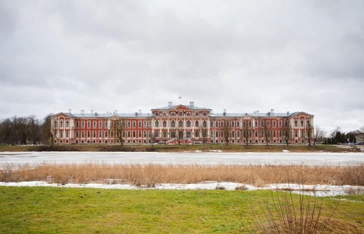 mitavskiy-dvorets