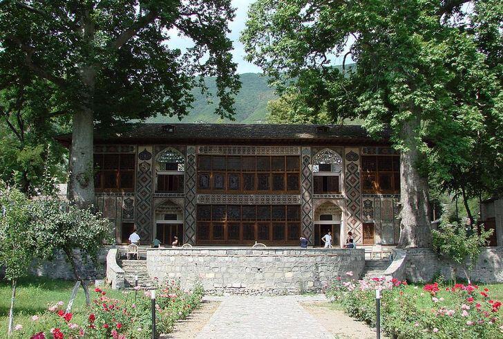 dvorets-shekinskikh-hanov