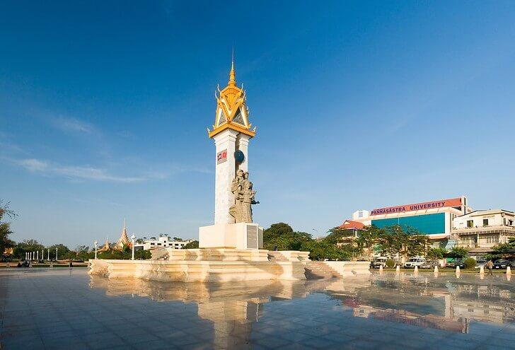 cambodia-vietnam-monument