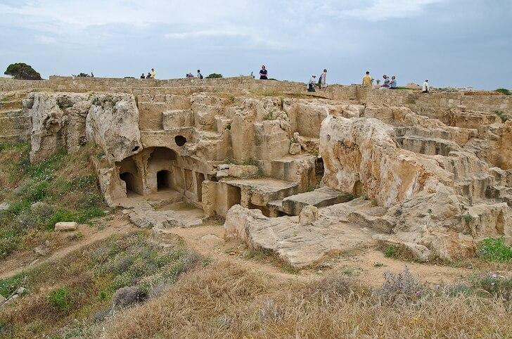 grobnitsy-v-pafose
