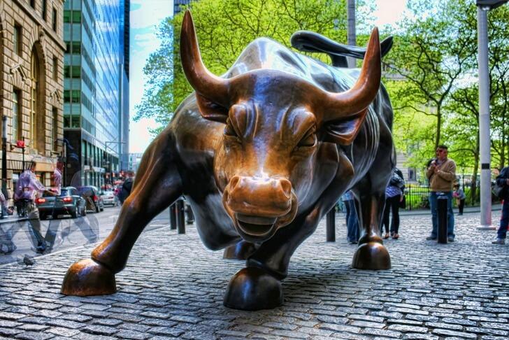Бронзовый бык на Уолл Стрит.