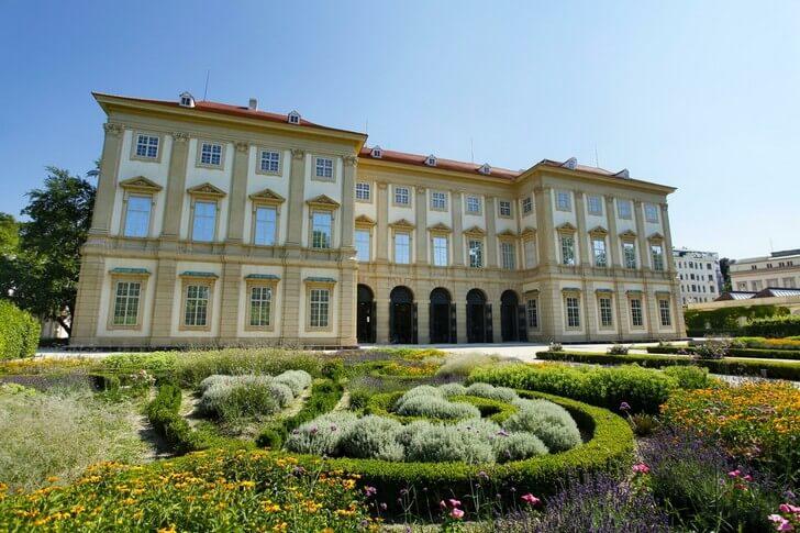dvorec-lihtenshtejnov