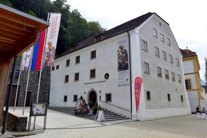 gosudarstvennyy-muzey-liechtenstein