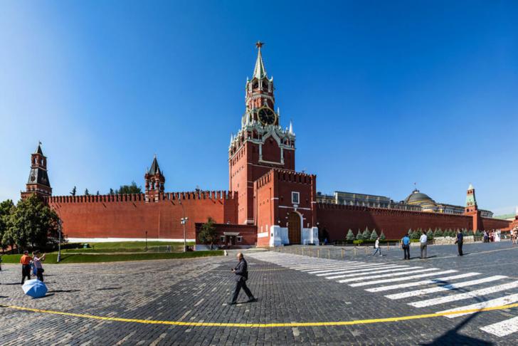Так выглядит Спасская башня Московского кремля хорошую в солнечную погоду.