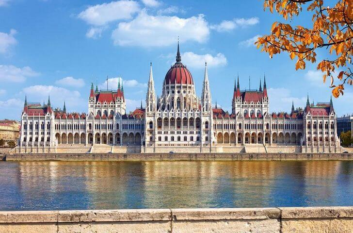 zdanie-vengerskogo-parlamenta