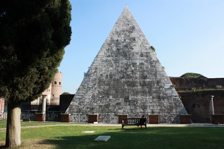 piramida-cestiya