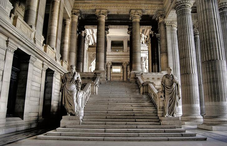 dvorets-pravosudiya