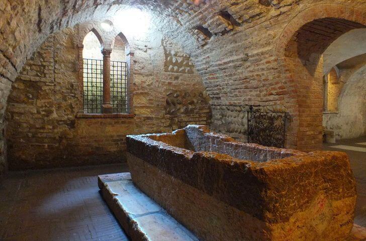 grobnica-dzhuletty