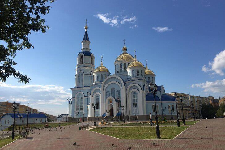 Мемориальный комплекс с арками и колонной Мокшан подбор памятников Краснозаводск
